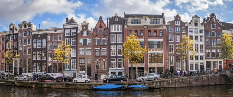 Amsterdam-canal-houses