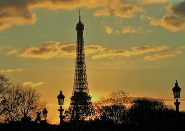 Eiffel-Tower-Paris-at-Sunset-Free-man-in-Paris-Unfettered-and-alive
