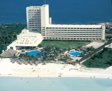 The-beautiful-beachfront-property-of-IHG-El-Presidente-Hotel-Cancun_Mexico