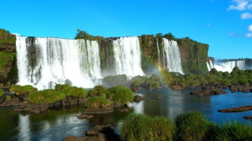 Visit-Iguazu-Falls-Argentina-Brazil-budget